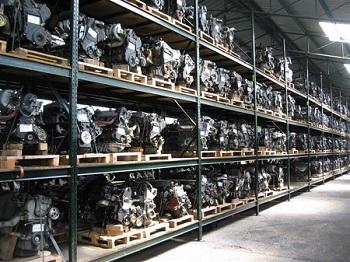 Recambios y motores en el desguace